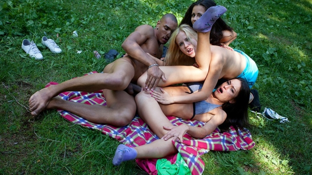 hardcore-student-anal-sex-at-bbq-party_01