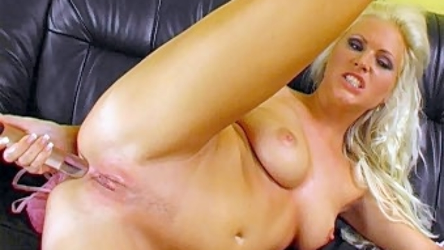 hilary-toying-her-pussy_01