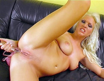 Hilary Toying Her Pussy Love The Pink XXX Porn Tube Video Image