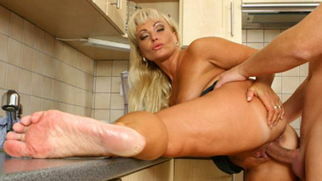 horny-blonde-redefines-the-dirty-kitchen_01
