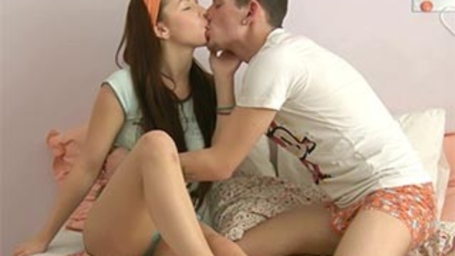 horny-guy-healing-his-gf_01