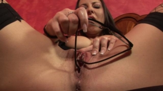 Horny office babe masturbating her snatch with her glasses