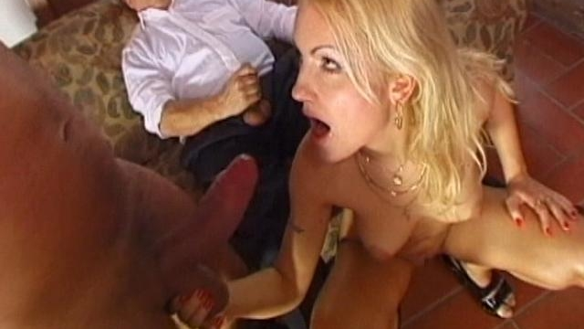 hot-blonde-amateur-babe-giving-blowjob-in-a-threesome_01