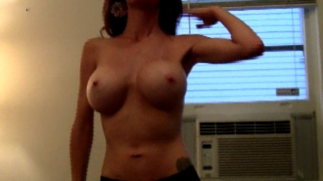 hot-brunette-exgirlfriend-babe-molly-showing-her-big-round-knockers_01-2