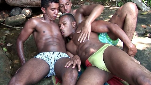 hot-dark-skinned-gays-bruno-junior-and-thiago-kissing-and-licking-their-sexy-bodies-outdoors_01