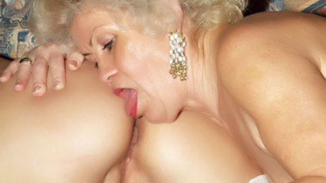 hot-elderly-women-playing-with-a-dildo_01