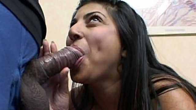 hot-preggo-sucking-off-a-dick_01