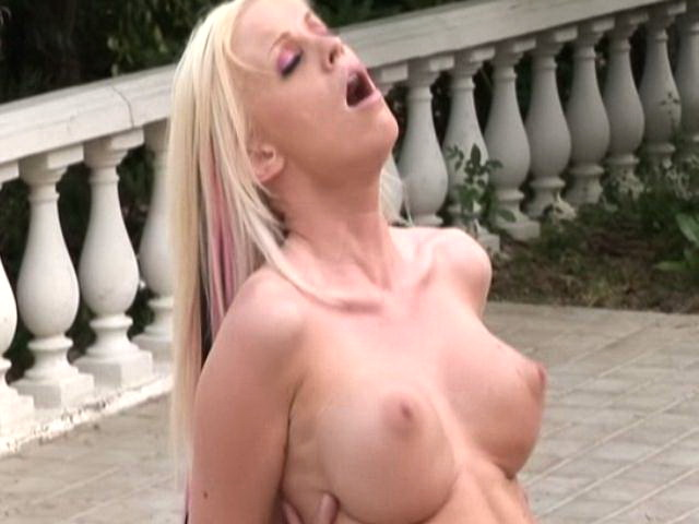 Huge meloned blonde amateur hooker Kelly Taylor riding a massive phallus outdoors