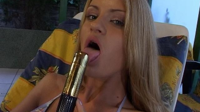 incendiary-blonde-honey-licking-and-sucking-a-big-toy-at-the-poolside_01