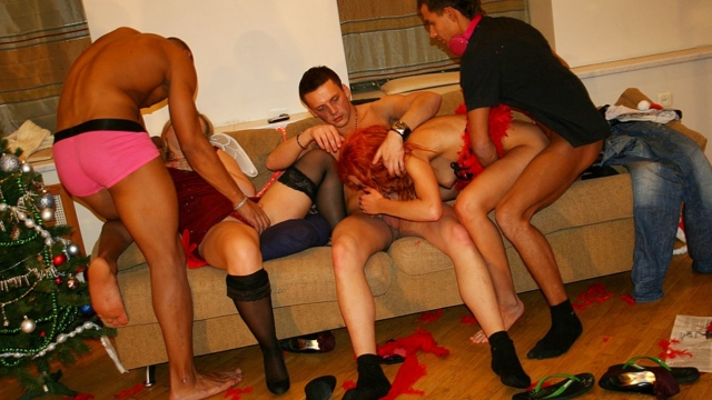 incredibly-wild-x-mas-college-orgy_01