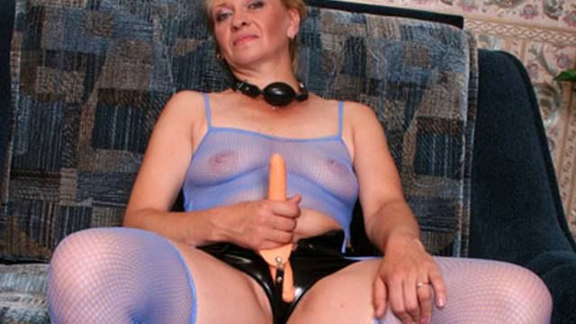 insatiable-milf-assaults-cock-with-her-mouth_01