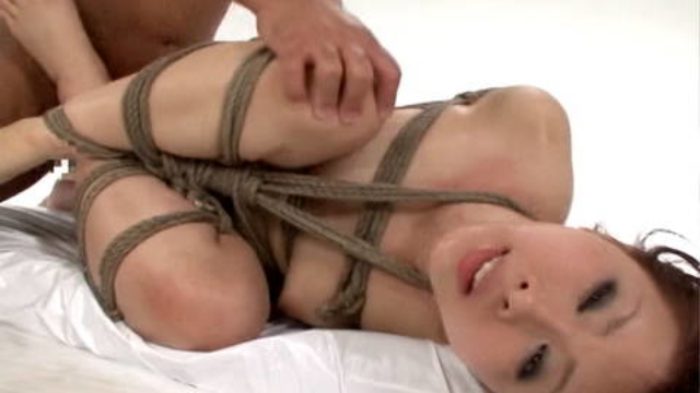 japanese-in-rope-bondage-fucked-and-with-toys_01