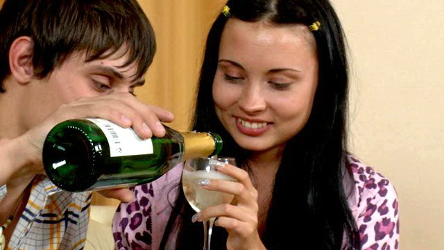 kinky-brunette-teen-babe-juliett-drinking-champagne-with-her-young-boyfriend_01