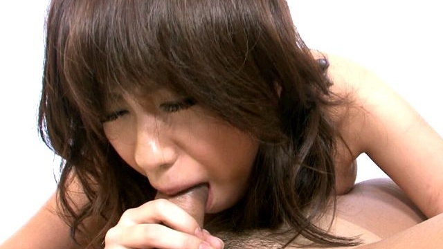 kinky-japan-nymphet-yui-komiya-getting-sweet-hairy-pussy-fingered-hard_01-1