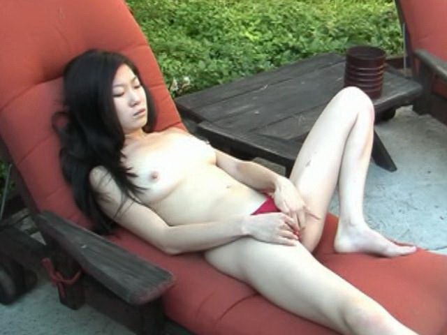 Long haired amateur asian slut Leandra Lee fingering cooshie outdoors
