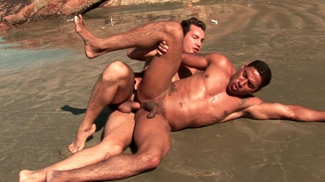 loving-gays-alber-charles-and-anthony-gimenez-fucking-their-sexy-butt-on-the-beach_01