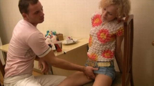 luring-teen-beauty-spreads-wide-for-heavy-fucking_01-1