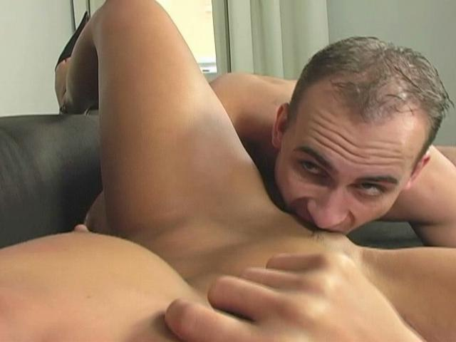 Mandy Saxo gets her trimmed snatch licked