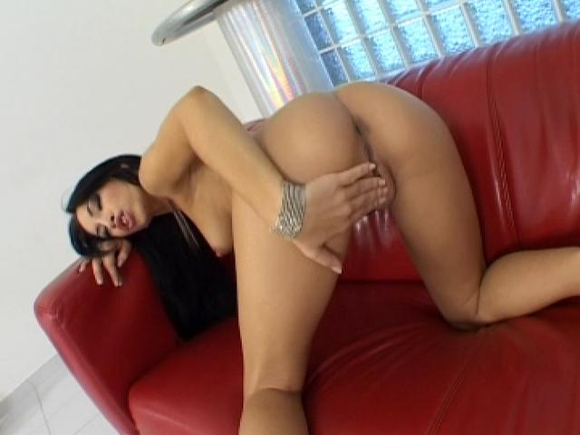 Mermerizing brunette goddess fingering her wet twat on the couch
