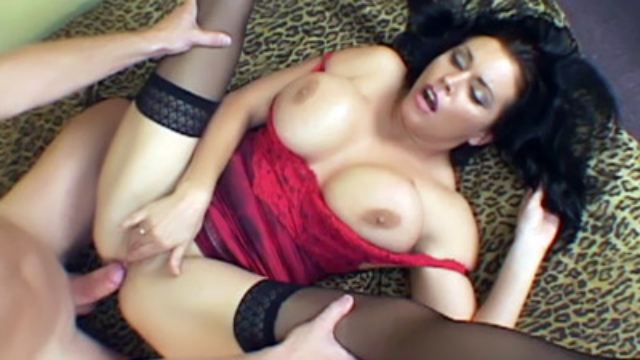 milf-angelica-exposes-her-big-tits_01