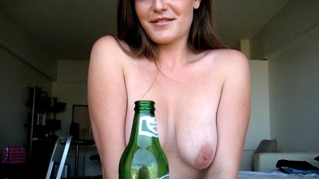 Naked-brunette-exgirlfriend-babe-ariel-sucking-a-beer-bottle-with-lust_01