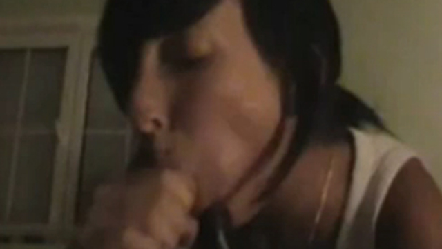 nasty-brunette-girlfriend-giving-head-and-gets-creampie_01