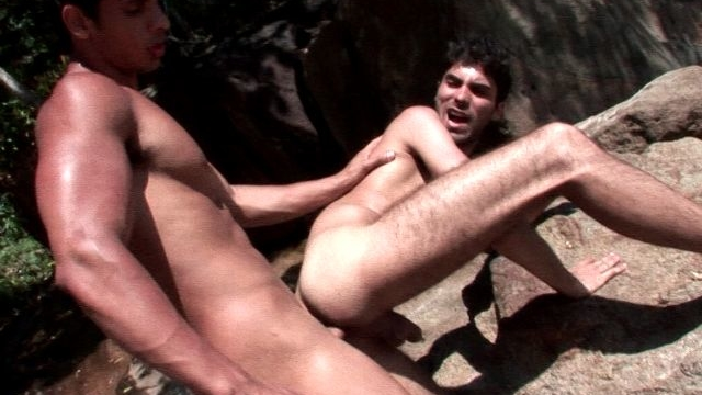 naughty-brunette-gay-kaike-gets-booty-slammed-by-amazing-junior-bastos-outdoors_01