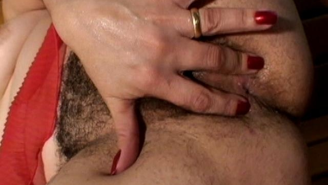 naughty-mature-woman-lauritta-fingering-her-hairy-muff-and-getting-boned-by-a-black-stud_01