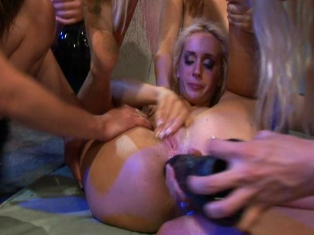 Naughty mistresses Holly Wellin, Cindy Crawford And Deja Daire stretch slave`s ass with dildo