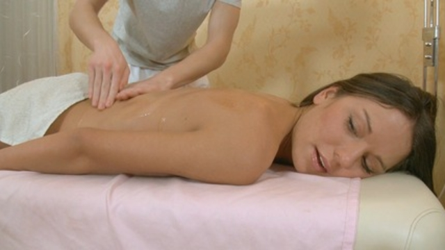 nice-massage-turns-into-something-really-rather-different_01