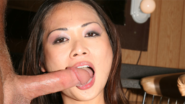 Nyomi-zen-asian-hottie-perform-amazing-bj_01
