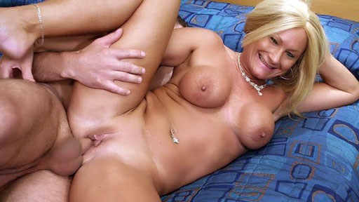 Older Babe Roxy Loves the Cock