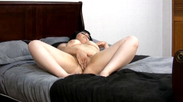 pierced-brunette-exgirlfriend-candi-masturbating-her-petite-shaved-pussy-in-bedroom_01-2