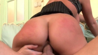 Ponytailed Blond Office Babe Kyra Banks Riding A Giant Cock On The Couch