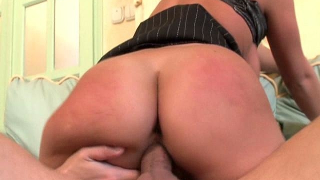 ponytailed-blond-office-babe-kyra-banks-riding-a-giant-cock-on-the-couch_01