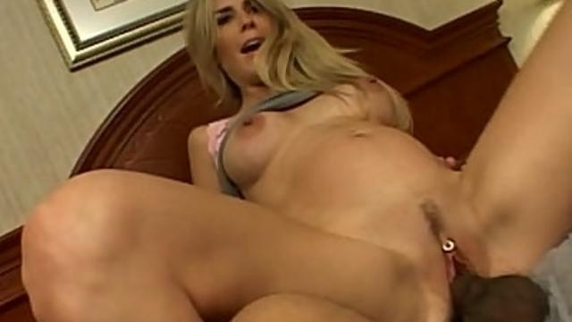 pregnant-blonde-riding-a-cock_01