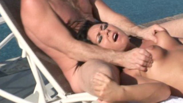 Raunchy-brunette-amateur-babe-julie-knight-gets-double-rammed-outdoors_01