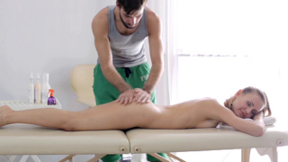 Rubbing Julie's clit and making her wet does the magic for this masseuse stud