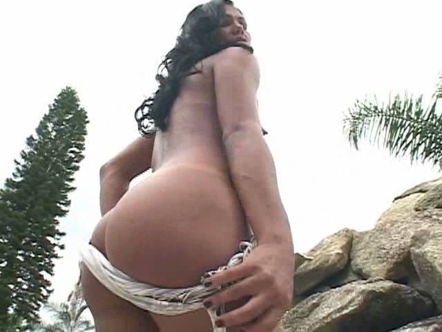 Seductive brunette tranny slut spreading her sexy booty outdoors