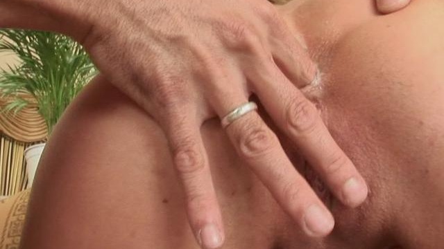 Sexual-whore-getting-round-ass-fingered-doggy-style_01