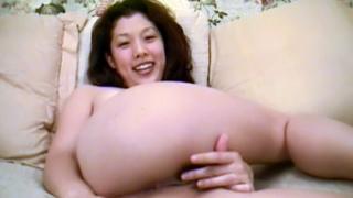 Sexy Asian Shows Off Her Ass