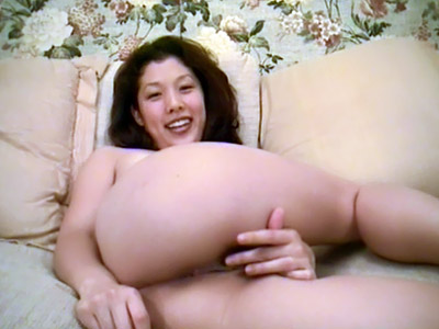 Sexy Asian Shows Off Her Ass