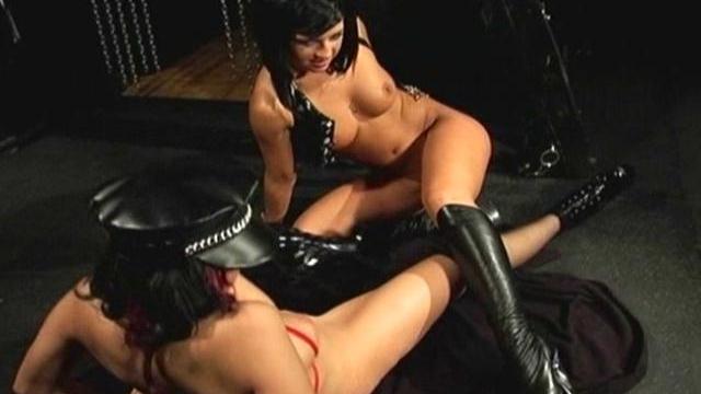 Sexy-fetish-lesbians-lady-jade-and-shanna-ryder-fucking-hard_01