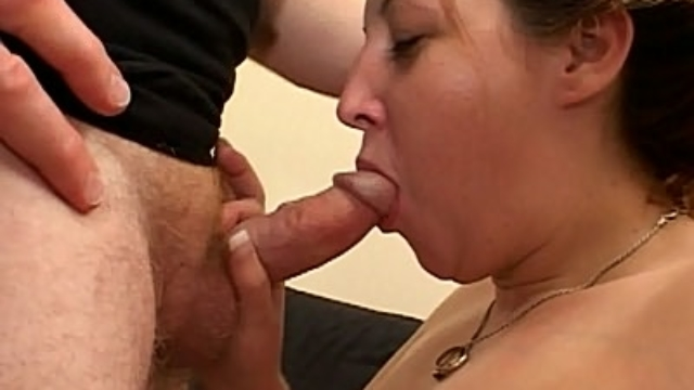 sexy-pregnant-brunette-blowjob_01