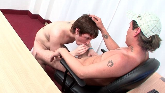 Sinfully-amateur-gay-ariel-gives-blowjob-to-horny-ivan-in-the-office_01