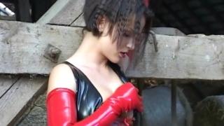 Skinny tramp in rubber Meutzner Schmidt masturbating pussy