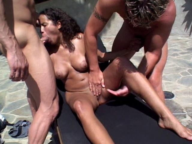 Slender latina whore Amanda gets slit fingered while slurps two giant cocks outdoors