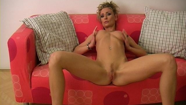 slim-blonde-pornstar-lucycat-spreads-long-legs-and-shows-her-pink-snatch_01