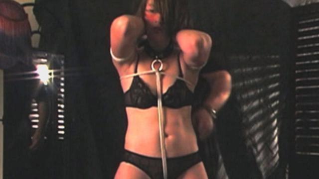 slutty-pearl-in-bondage_01