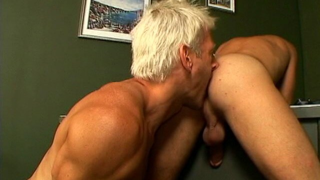 Smiling-twink-casper-sucking-a-massive-boner-on-his-knees-in-a-threesome_01